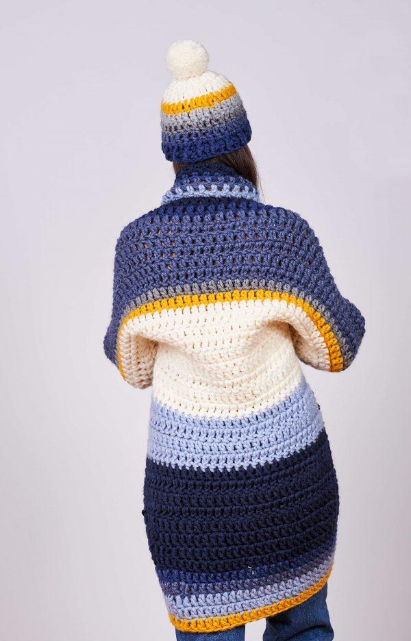 Дамска ръчно плетена жилетка