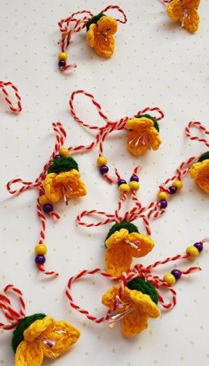 Ръчно плетени мартеници.